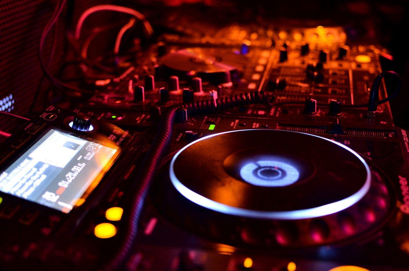 radioamiga , free, online , radio , music , electronica